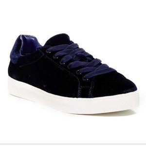 🌺Cute navy velvet sneakers 🌺